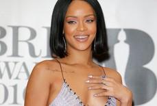 """Ca sĩ bốc lửa Rihanna là một """"Gooner"""" thật sự"""