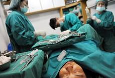 Số ca phẫu thuật chuyển giới tăng chóng mặt
