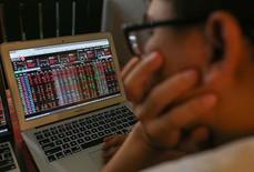 """VN-Index """"thủng"""" 1.000 điểm: Nhà đầu tư xanh mặt"""