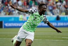 """Người hùng Nigeria tự tin tuyên bố cho Messi """"ôm hận"""""""