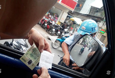 """Vụ """"Lật tẩy trò bòn rút phí đậu ôtô"""": UBND TP HCM giao Sở GTVT chấn chỉnh"""