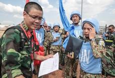 """Rơi nước mắt """"cuộc gặp"""" cách ngàn dặm giữa chiến sĩ gìn giữ hoà bình và người thân quê nhà"""