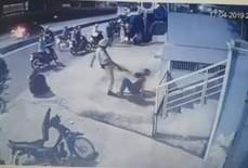 """Vụ CSGT chĩa súng, đá vào mặt """"quái xế"""": Trấn áp mạnh nhưng phải đúng luật"""