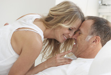 """Tái hôn lúc 67 tuổi, """"chuyện ấy"""" thế nào là... vừa?"""