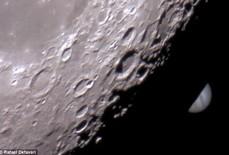 """Kỳ thú mặt trăng """"nuốt"""" sao Mộc"""