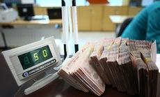 Vì sao các ngân hàng giảm mạnh lãi suất huy động?