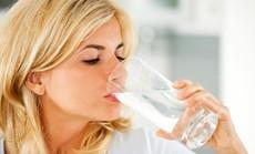 Nhan sắc của bạn bị hủy hoại thế nào khi uống ít nước
