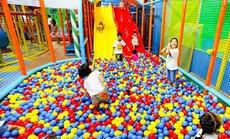 Trẻ em Việt vào nhà mà chơi