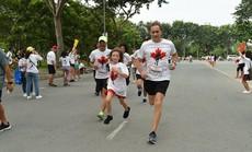 700 nhân viên và đại lý Manulife Việt Nam tham gia chạy bộ từ thiện