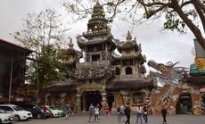 Đầu xuân viếng ngôi chùa có tượng Bồ tát bằng hoa lớn nhất thế giới