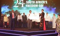 Lãnh sự Nam Phi ủng hộ cộng đồng hơn 5 tỉ đồng