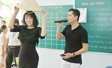 Phi Thanh Vân múa nón lá minh họa cho Minh Luân tại Mỹ Tho