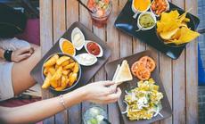 Kinh doanh đồ ăn vặt: Sức nóng của thị trường tỉ đô