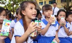 Vinamilk trao tặng 76.500 ly sữa cho trẻ em Vĩnh Long