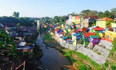 Thị trấn bảy sắc cầu vồng từng là khu ổ chuột ở Indonesia