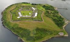 """Nhà tù """"địa ngục"""" hút khách giữa đảo thiên đường"""