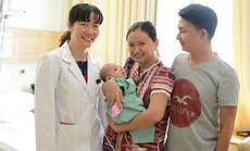 """Vinmec Central Park: Thêm một em bé bị bệnh tim phức tạp được """"tái sinh"""" bằng kỹ thuật mổ tim không đau"""
