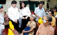 Hoa hậu Đặng Thu Thảo giúp 300 người nghèo mổ mắt