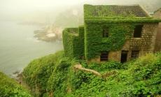 Ngôi làng bỏ hoang hóa như xứ sở cổ tích
