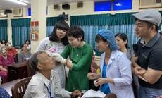 Diễn viên Việt Trinh giúp mổ mắt cho 200 bệnh nhân nghèo