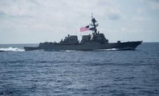 Tàu chiến Mỹ liên tiếp áp sát đảo phi pháp của Trung Quốc trên biển Đông