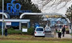 Xông vào bệnh viện bắn chết 6 người rồi tự sát