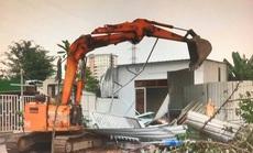 Cận cảnh phá bỏ hàng loạt căn nhà xây liều ở làng đại học Thủ Đức