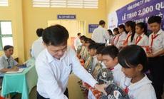 EVN SPC tặng quà cho 100 học sinh nghèo hiếu học ở Trà Vinh
