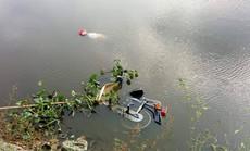 Bàng hoàng phát hiện thi thể đàn ông cùng xe máy nổi trên mặt hồ