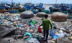 'Hãy cứu biển' - Triển lãm ảnh đầu tiên về rác thải nhựa ở Việt Nam