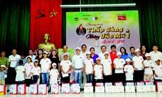 Hàng ngàn trẻ em miền núi nhận học bổng