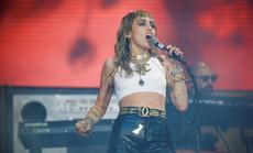 Miley Cyrus bác bỏ tin đồn ngoại tình dẫn đến ly dị