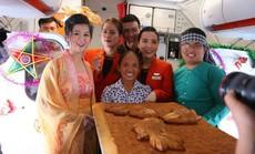 """Jetstar Pacific nói gì về chiếc bánh Trung thu """"siêu to"""" bà Tân Vlog mang lên máy bay?"""