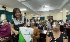 Vietcombank Hùng Vương tài trợ mổ mắt cho 250 người nghèo