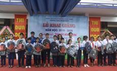 PC Bình Định tặng quà cho học sinh hiếu học
