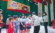 TCL tặng 200 phần quà cho trẻ em nghèo huyện Bình Chánh
