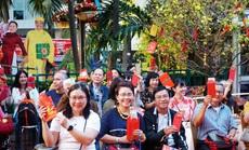 Mùng 1 Tết, hàng chục ngàn người rủ nhau đi du lịch