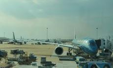 Cả chục máy bay xếp hàng chờ cất cánh ở Tân Sơn Nhất