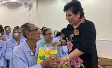Nữ doanh nhân Lê Thị Giàu giúp 300 người nghèo sáng mắt