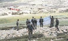 """Ấn Độ mua """"hàng"""" Mỹ để thủ biên giới với Trung Quốc"""