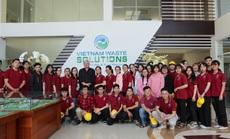 Sinh viên Đại học Nguyễn Tất Thành tham quan và tìm hiểu quy trình vận hành, xử lý chất thải của VWS