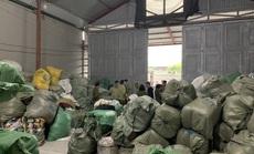 """Nữ 9X làm chủ kho hàng chứa 28,3 tấn quần áo """"sida"""" nhập lậu"""