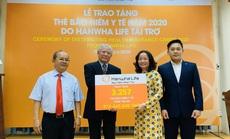 Hanwha Life VN tặng thẻ bảo hiểm y tế cho 3.257 hộ cận nghèo