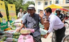 Bình Điền hỗ trợ phân bón cho nông dân vùng hạn mặn