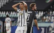 Ronaldo lập cú đúp, Juventus bị hất văng khỏi Champions League