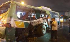 20 người vào viện sau vụ va chạm giữa xe tải và xe buýt