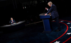 """Tranh luận tổng thống Mỹ: Người điều phối """"như thể biến mất"""""""