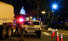 """Đám đông biểu tình """"chùn bước"""", Washington vắng lặng như tờ"""