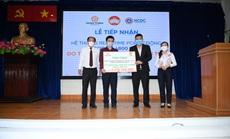 Tập đoàn Hưng Thịnh tặng máy xét nghiệm gần 5,3 tỉ đồng cho Trung tâm kiểm soát bệnh tật TP HCM