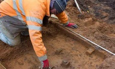 """Xây nhà, tìm thấy """"kho báu thợ săn"""" 9.000 năm tuổi"""